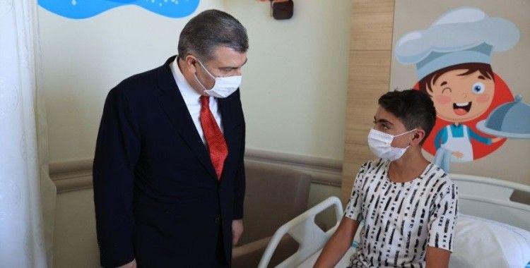 Sağlık Bakanı Koca, Erzurum Şehir Hastanesi Çocuk Servisi'ni ziyaret etti