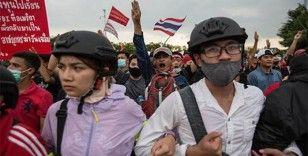 Tayland'da hükümet karşıtları, anayasal reform için 1 yıldır sokaklarda