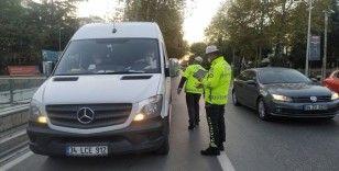 Kadıköy'de ticari servis minibüslerine koronavirüsü denetimi