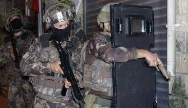 Silah kaçakçılarına şafak vakti operasyon düzenlendi