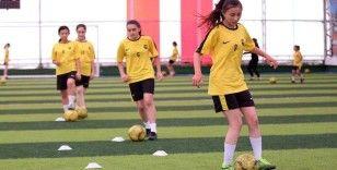 Bolu'nun futbolcu kızları performanslarıyla göz dolduruyor
