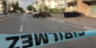 Otomobilin çarptığı baba oğul hayatını kaybetti, anne yaralandı