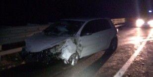 Bariyere çarpan otomobildeki 2 kişi yaralandı