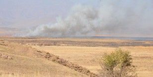 Kuş cenneti Nehil Sazlığındaki yangın devam ediyor