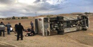 Otobüs devrildi: 17 yaralı