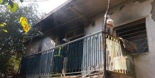 Evde çıkan yangına ilk müdahaleyi komşular yaptı