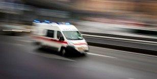Kırmızı ışıkta bekleyen taksiye kamyonet çarptı: 1 yaralı