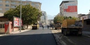 Büyükşehir, Uzun Sokağı asfaltlıyor