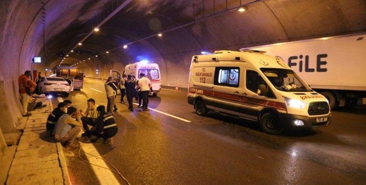 Kuzey Marmara Otoyolu'nda otomobil kablo yüklü kamyonete çarptı: 5 yaralı