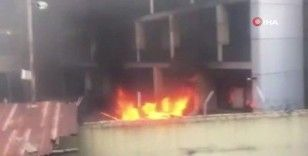 Nijerya'da devam eden protestolarda otobüs terminali ve binalar ateşe verildi