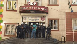 Diyarbakır'da HDP İl Binasına polis baskını