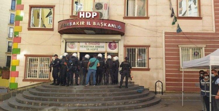 Diyarbakır'da HDP il ve ilçe binasında arama