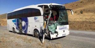 Tırla otobüs çarpıştı 6 yaralı