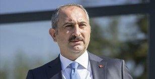Adalet Bakanı Gül: Avrupa'da nükseden İslam düşmanlığının kurumlara sirayet ettiğini görmek endişe verici