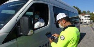 Polisten ticari araçlarda korona virüs denetimi