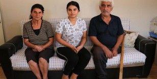 Engelli anne ve babasına bakmak için okulunu bıraktı