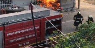 Hatay'da depo yangını