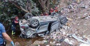 Otomobil dereye uçtu, anne ve kızı hayatını kaybetti