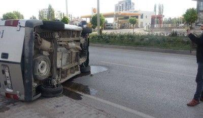 Kaza yapan araçtan burnu bile kanamadan çıktı