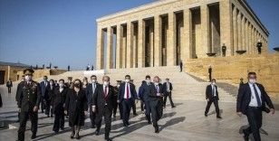 KKTC Cumhurbaşkanı Tatar Anıtkabir'i ziyaret etti
