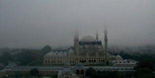 Sis içerisinde kalan Selimiye Camisi manzarasıyla hayran bıraktı
