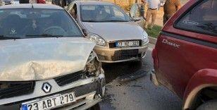 Elazığ'da zincirleme kaza, 5 araç birbirine girdi