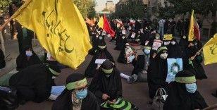 Tahran'da Fransa'nın İslam karşıtı tavrı protesto edildi
