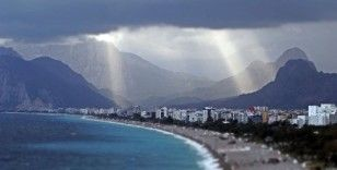 Dünyaca ünlü sahildeki manzarayı görenler cep telefonlarına sarıldı