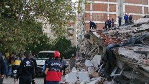 İzmir'deki depremde yıkılan binadan 7 kişi kurtarıldı