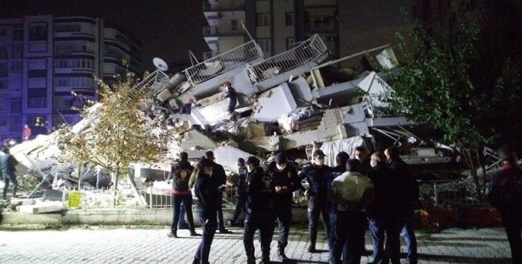 İzmir'de 1 kişinin daha cesedi enkaz altından çıkarıldı