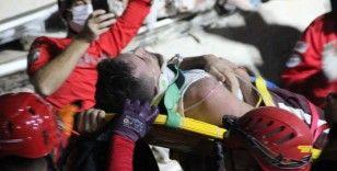 Enkazdan anne ölü, oğlu yaralı çıktı