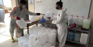 Dezenfektan ve temizlik malzemesi üreten meslek lisesi 1,2 milyon lira ciro sağladı