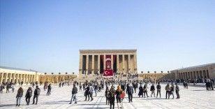 Anıtkabir'de ziyaretçi yoğunluğu