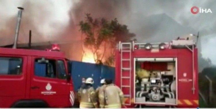 Kartal'da bir kağıt fabrikasında büyük çaplı yangın çıktı