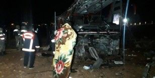 Turistleri taşıyan otobüs devrildi: 32 yaralı