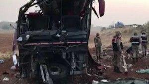 Turistleri taşıyan yolcu otobüsü devrildi