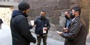 Kayseri'de kamuya açık alanlarda, maske ve sigara denetimi yapıldı