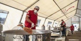 Türk Kızılay, İzmir'de 250 bin kişilik yemek dağıttı