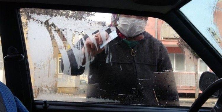 Sivas adeta dondu, arabaların camları buz tuttu