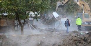 İçişleri Bakanlığının talimatı ile Başkent'teki metruk yapılar yıkılıyor