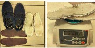 Uyuşturucuyu ayakkabı astarına saklamışlar
