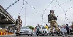 Hindistan Keşmir'de yerleşim yerlerine saldırdı: 3 sivil hayatını kaybetti