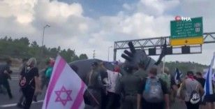İsraillilerden Netanyahu karşıtı 'denizaltı' protestosu