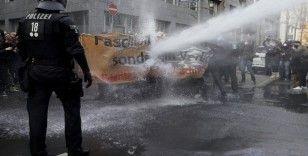 Frankfurt'ta Covid-19 önlemleri karşıtı protestoya polis müdahalesi