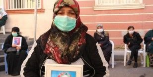 Diyarbakır annelerinden Fatma Akkuş: Kızım seni bekliyorum, güvenlik güçlerine teslim ol