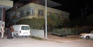 Ev arkadaşını 15 yerinden bıçakladı