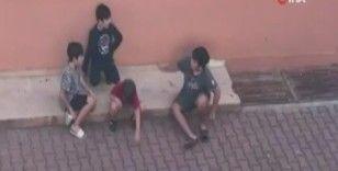 Minikler sokakta oyun oynamak yerine ekonomi konuştu