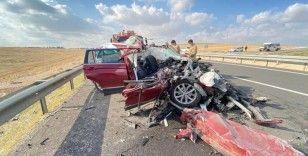 Lüks araç tıra arkadan çarptı: 4 yaralı