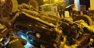 Karabük'te yoldan çıkan kamyonet İl Jandarma nizamiye girişine uçtu