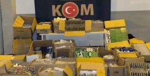 Malatya'da binlerce kaçak telefon aksesuarı ele geçirildi